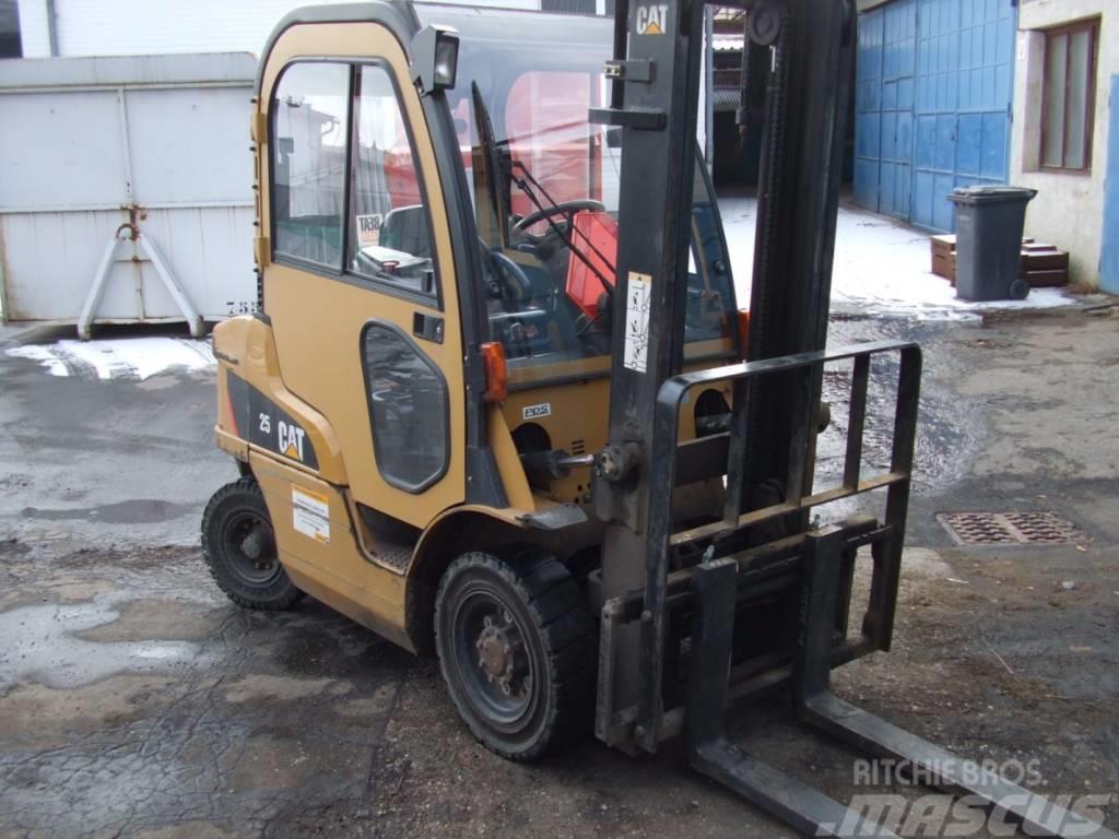 Caterpillar lift truck DP25N