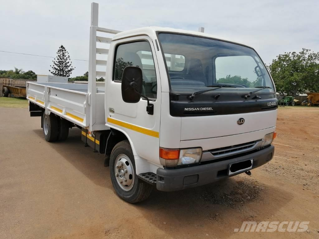 Nissan UD40 CABSTAR WITH DROPSIDE BODY