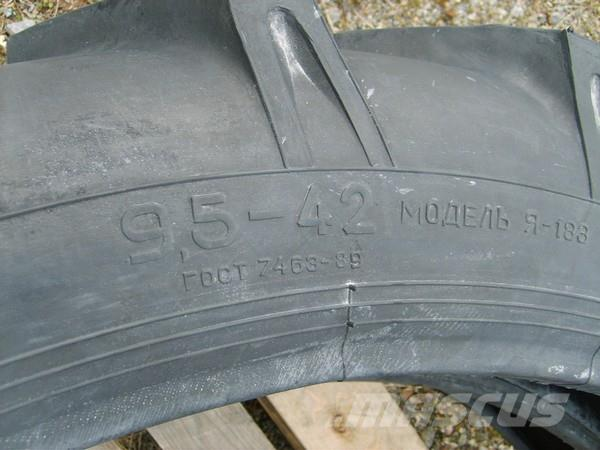 Prostor 9,5-42, Däck, hjul och fälgar