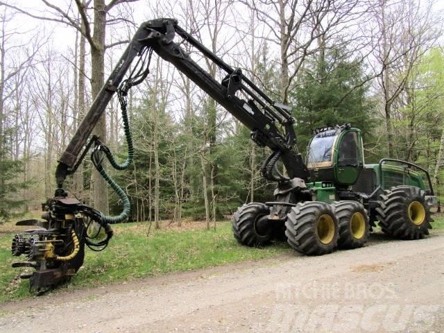 John Deere 1170E harvester