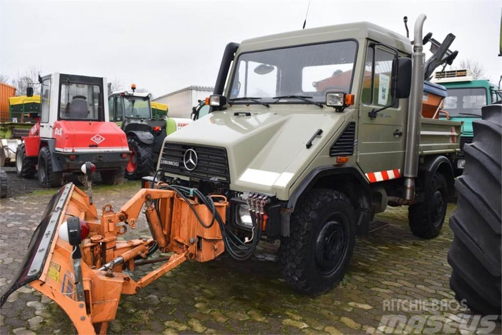MB Trac Unimog U 90 mit Schneeausrüstung