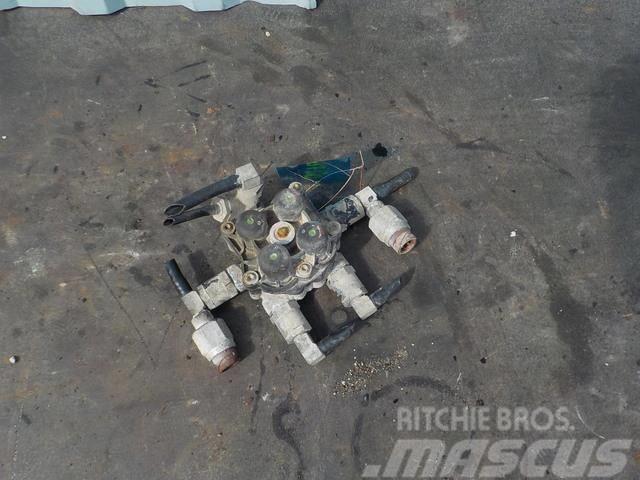 MAN TGA Four-circuit protective valve 81521516098