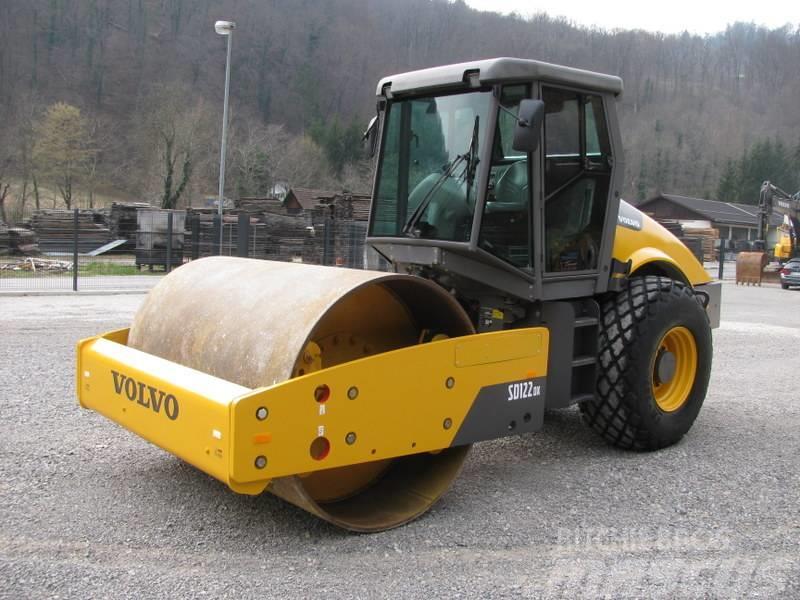 Volvo SD122D teža 12.215kg