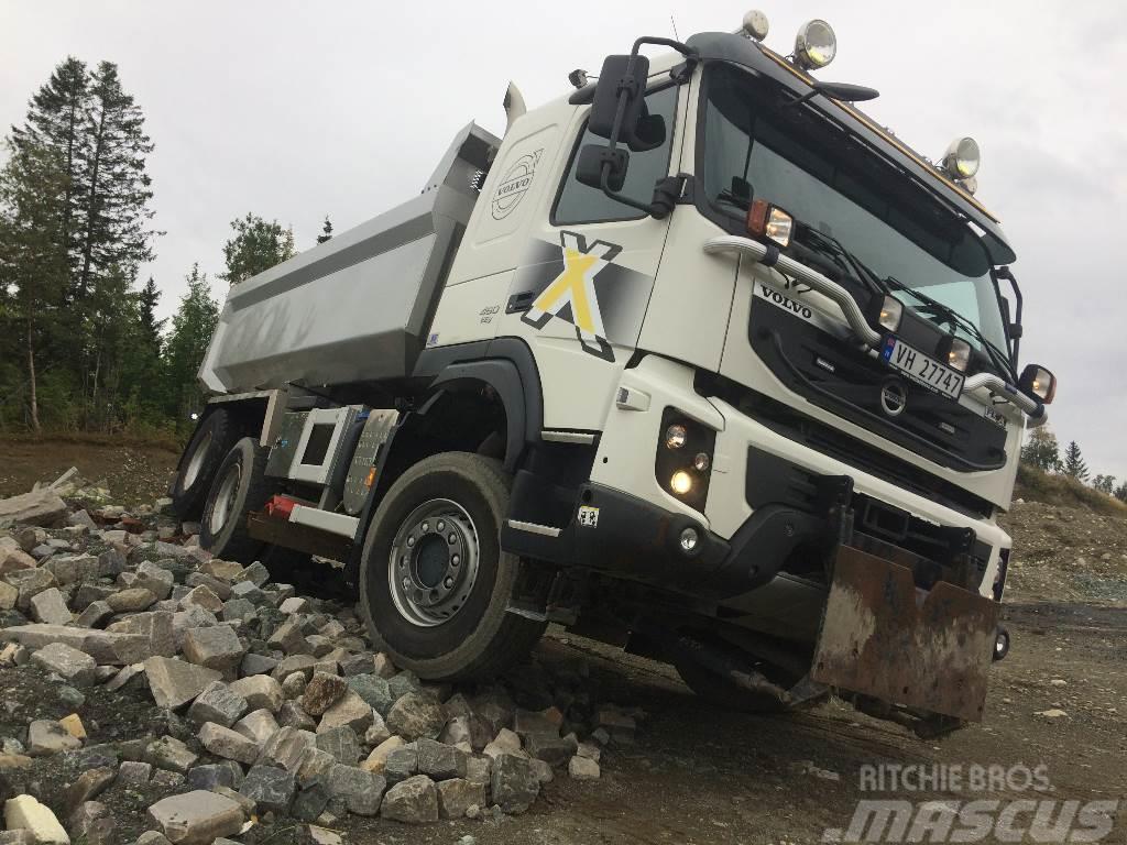 Volvo FMX 4x4+2 Brøytebil med skjær og plog feste