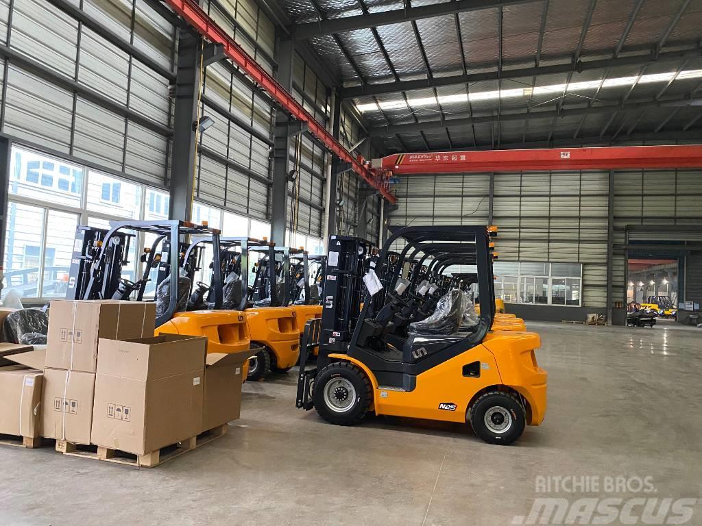 UN Forklift FD15T 1.5T Diesel Forklift Isuzu