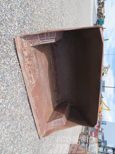 Arden Equipment High Tipp Bucket