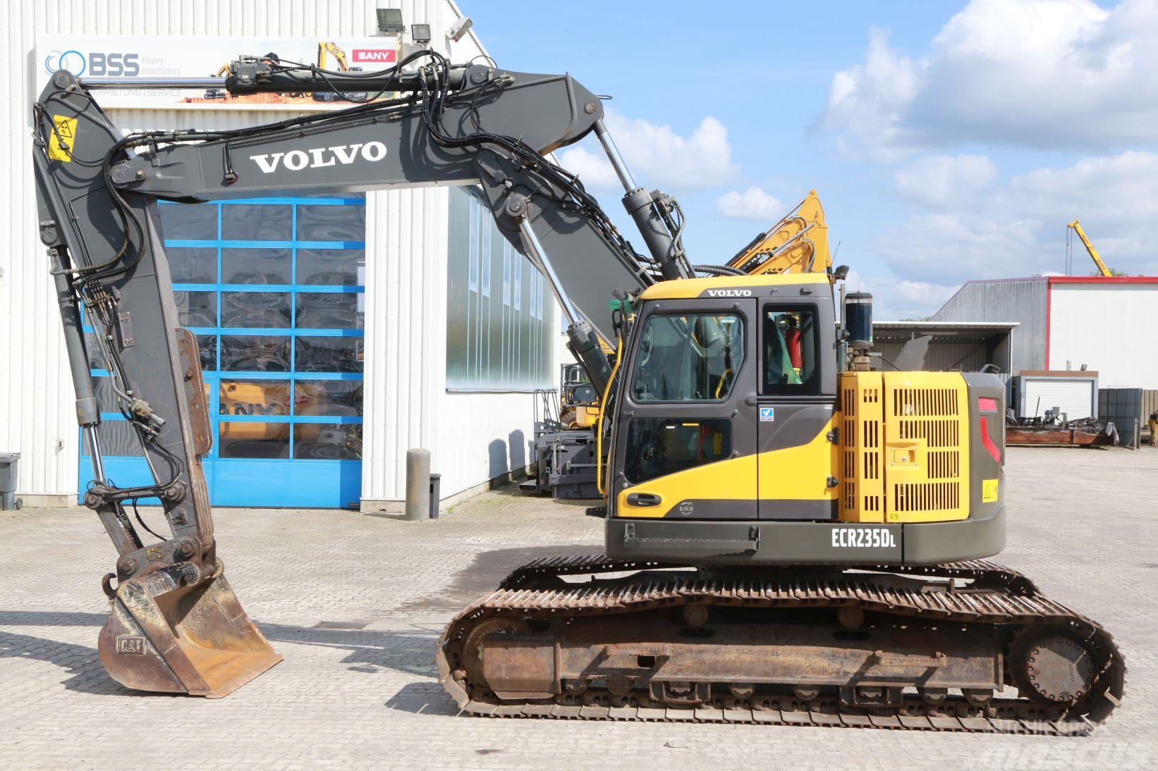 Volvo ECR 235 DL mit Verstellausleger und ZSA