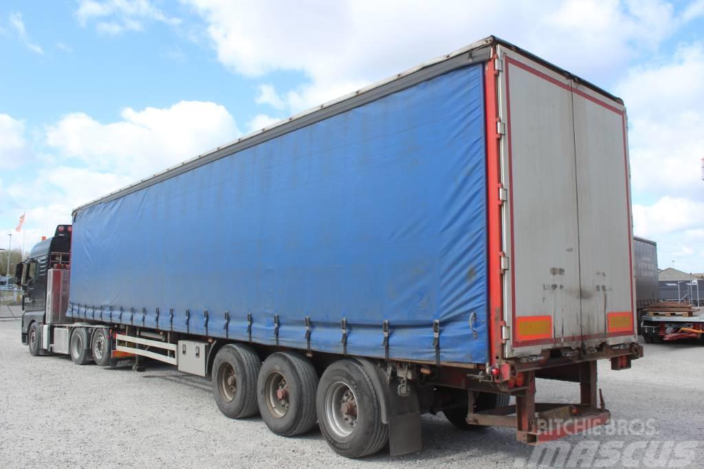 Pacton 3 akslet Gardin trailer med Truckbeslag.