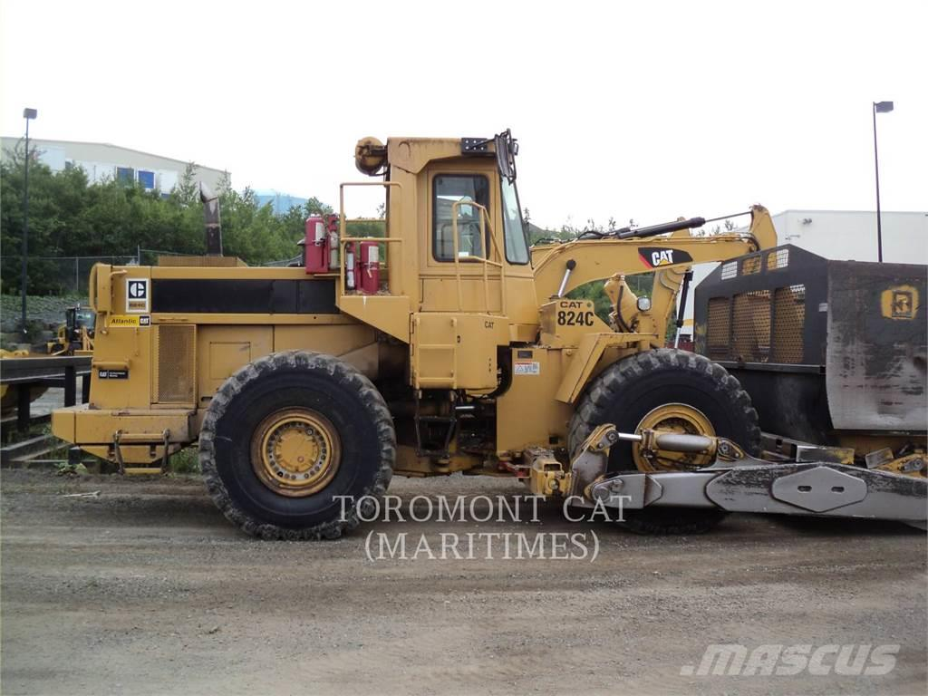 Caterpillar 824C--WOOD CHIP