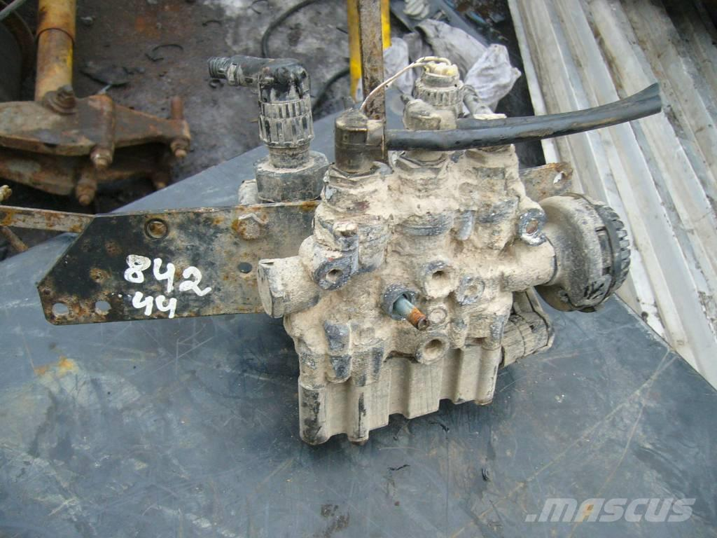 MAN LE160C reciever valve block