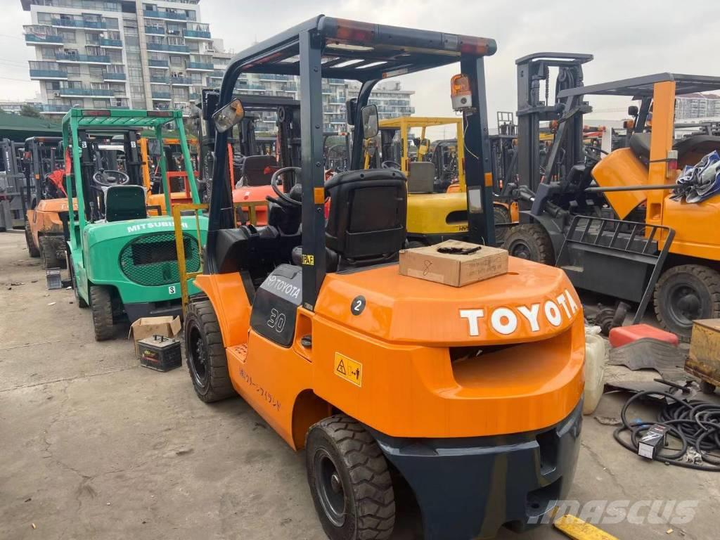 Toyota 3 TONS  Forklift