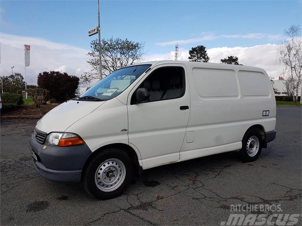 Toyota Hiace 90 D-4D RIVARD COLIBRI