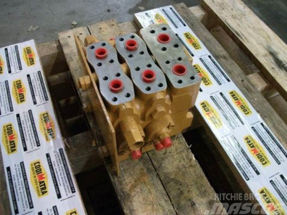 Case 888P, Hydraulics
