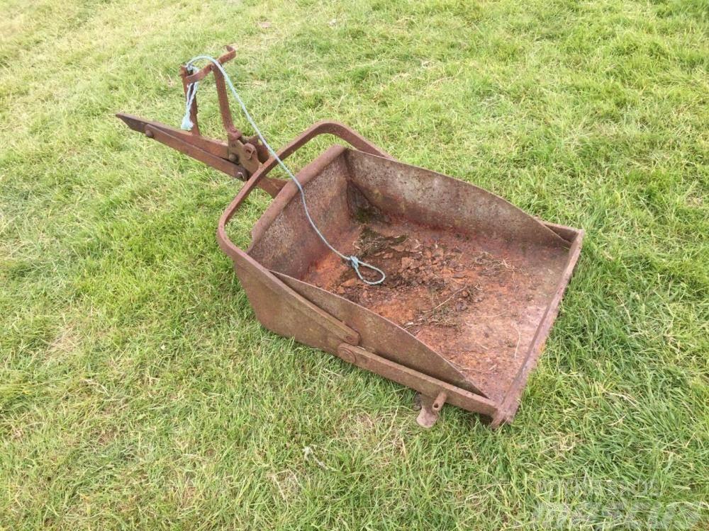 Ferguson rear linkage earth scoop £250