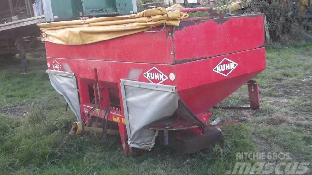 Kuhn 1121 twin disc fertiliser spreader £550 plus vat £