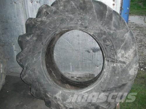 [Other] 16.5/85-24 Goodyear Tyre