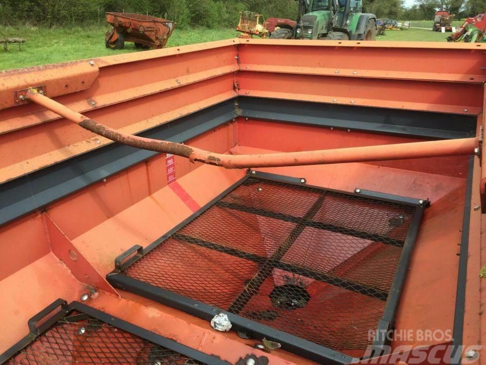 Vicon Rotaflow Fert Spreader £680 plus vat £816