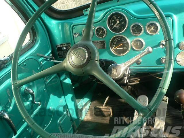 Mack V61T, 1968, Dragbilar
