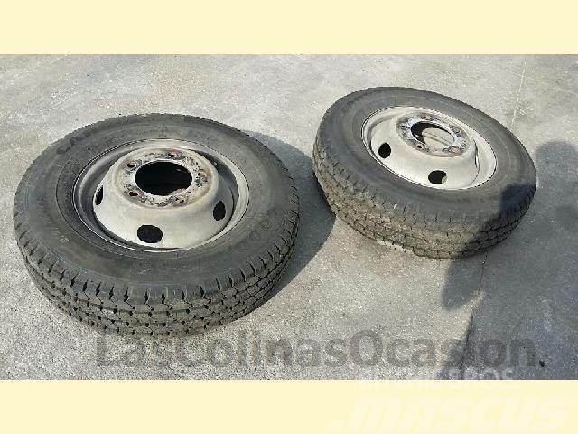 Michelin 215/75R16C