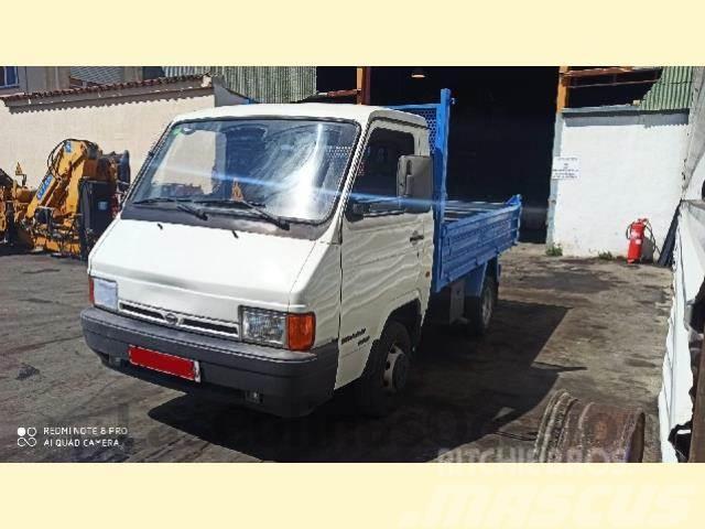 Nissan TRADE 100