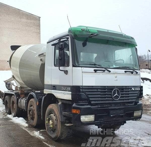 Mercedes-Benz 3235 Actros