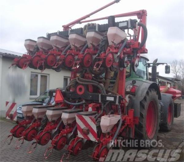 Kuhn Planter 12 Reihen + Fronttank