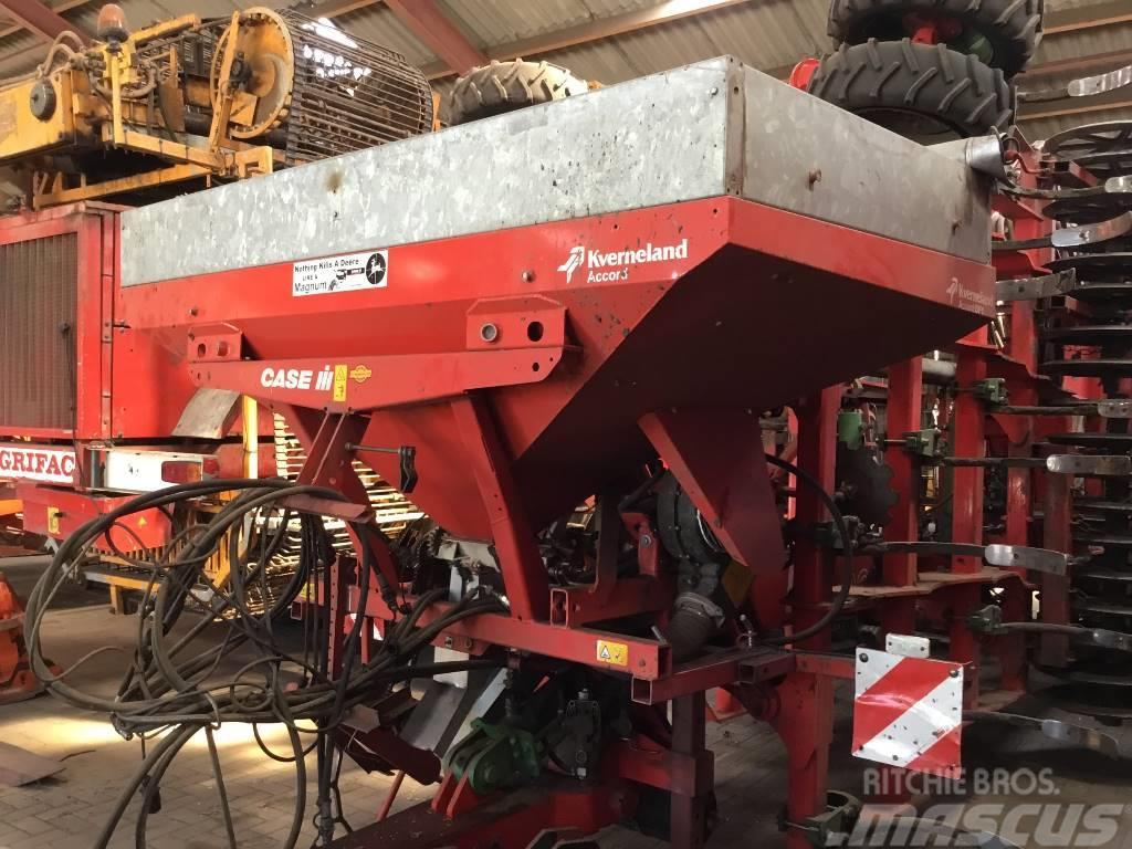 Kverneland Accord DF 1 opgebouwd op stoppelcultivator