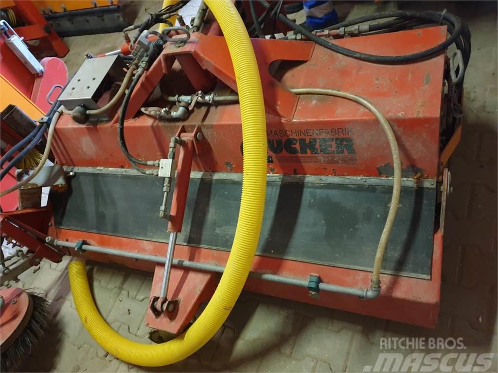 Dücker FrontkehrbesenHDK 1600 mit 600 Liter Speide