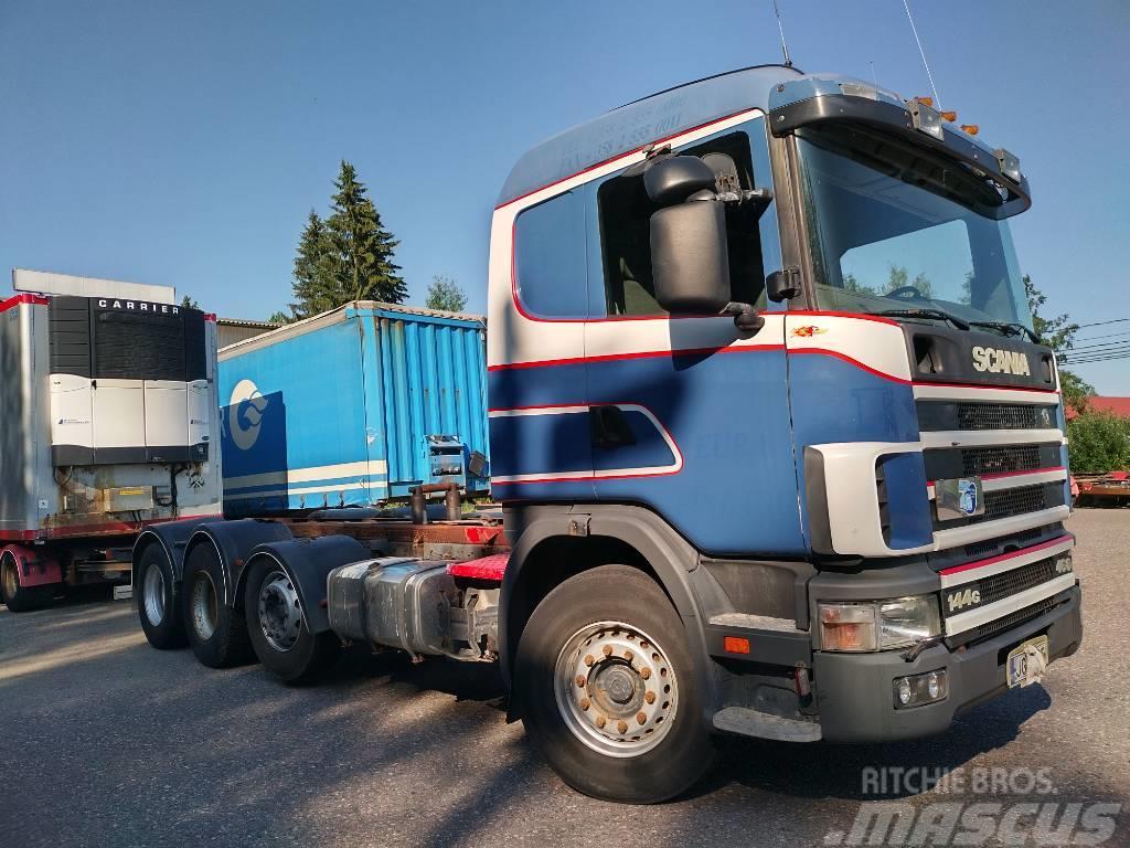 Scania R144 8x2 alusta kipillä