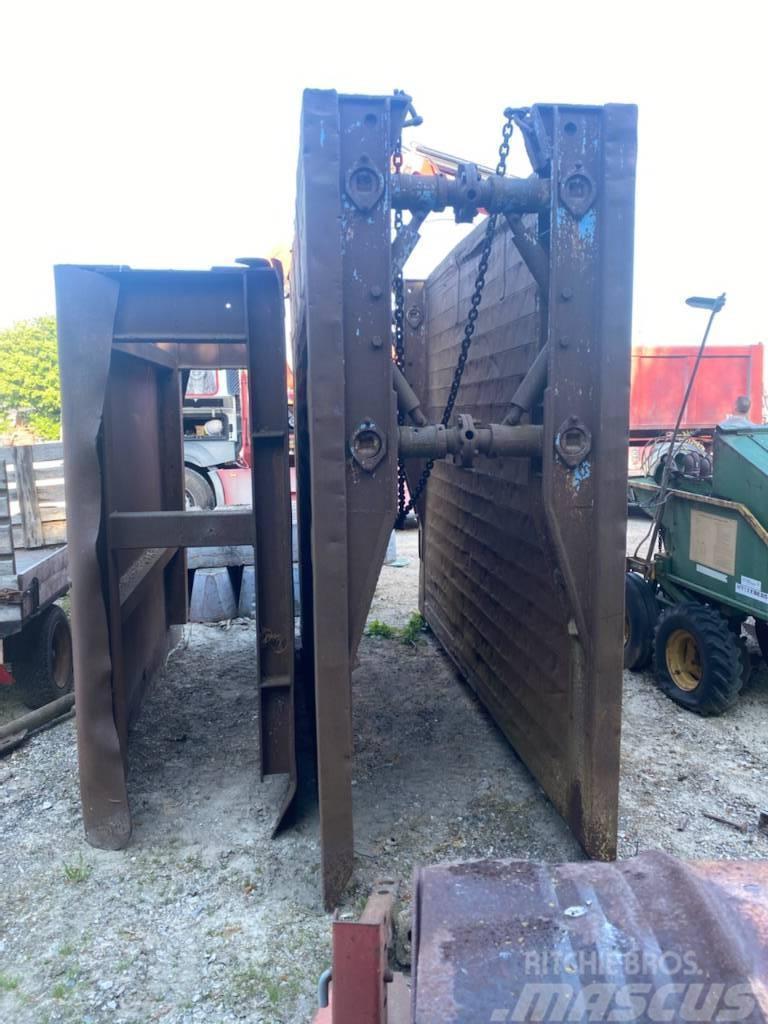 [Other] Gravekasse 3X2,5 m.