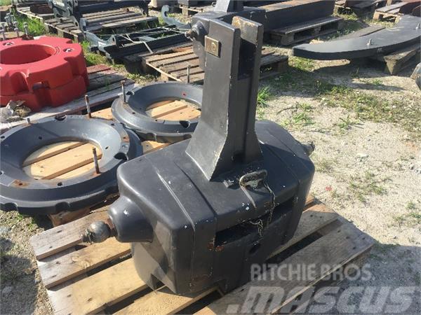 CLAAS Stahlgußgewicht 600 kg.