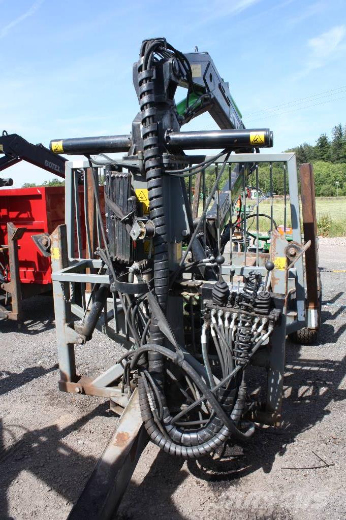 Botex 11T trailer with Botex 560 timber loader