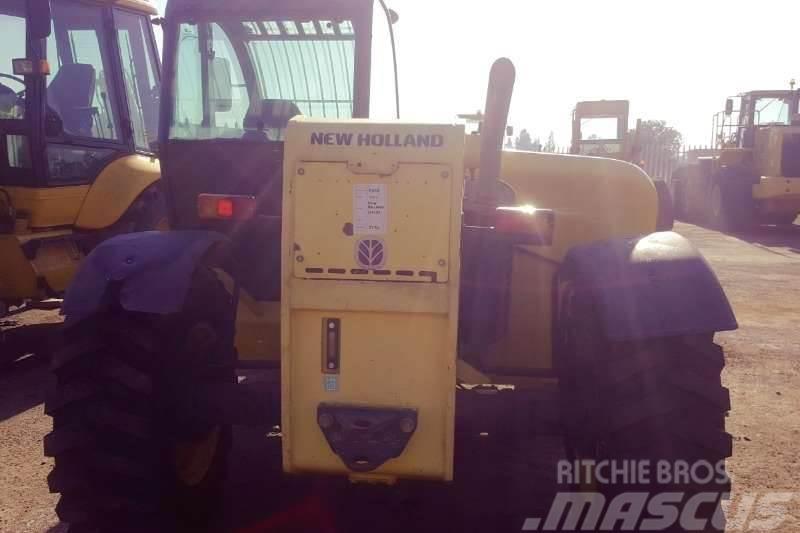 New Holland 2012 New Holland LM732 Telehandler