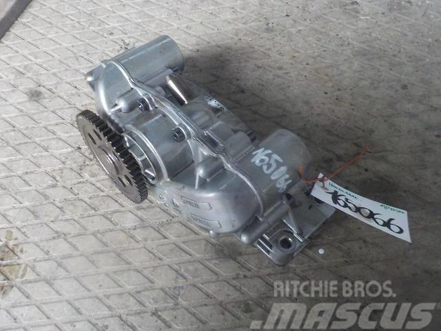 DAF XF105 Engine oil pump 1840522