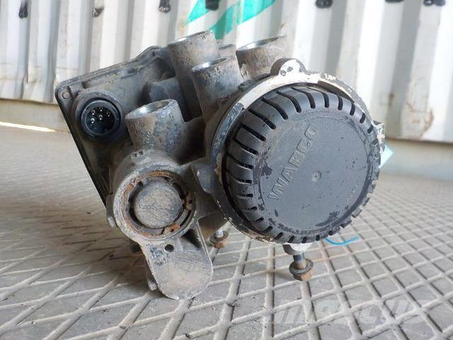 DAF XF105 Trailer control valve 1601034 0004319413