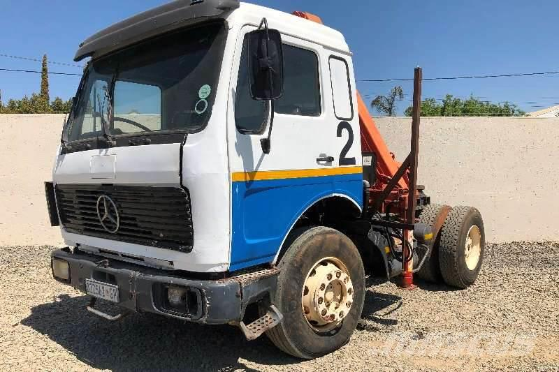 Mercedes-Benz MERCEDES 4X2 TRUCK TRACTOR WITH CRANE (REGISTERED)