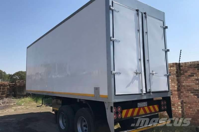 Busaf 2 Axle 9m Closed volume body