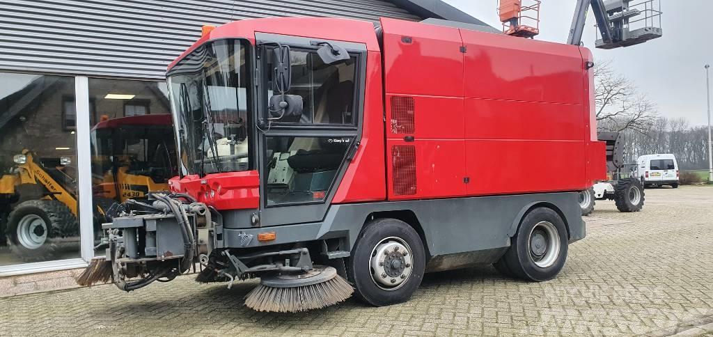 Ravo veegzuigwagen 560