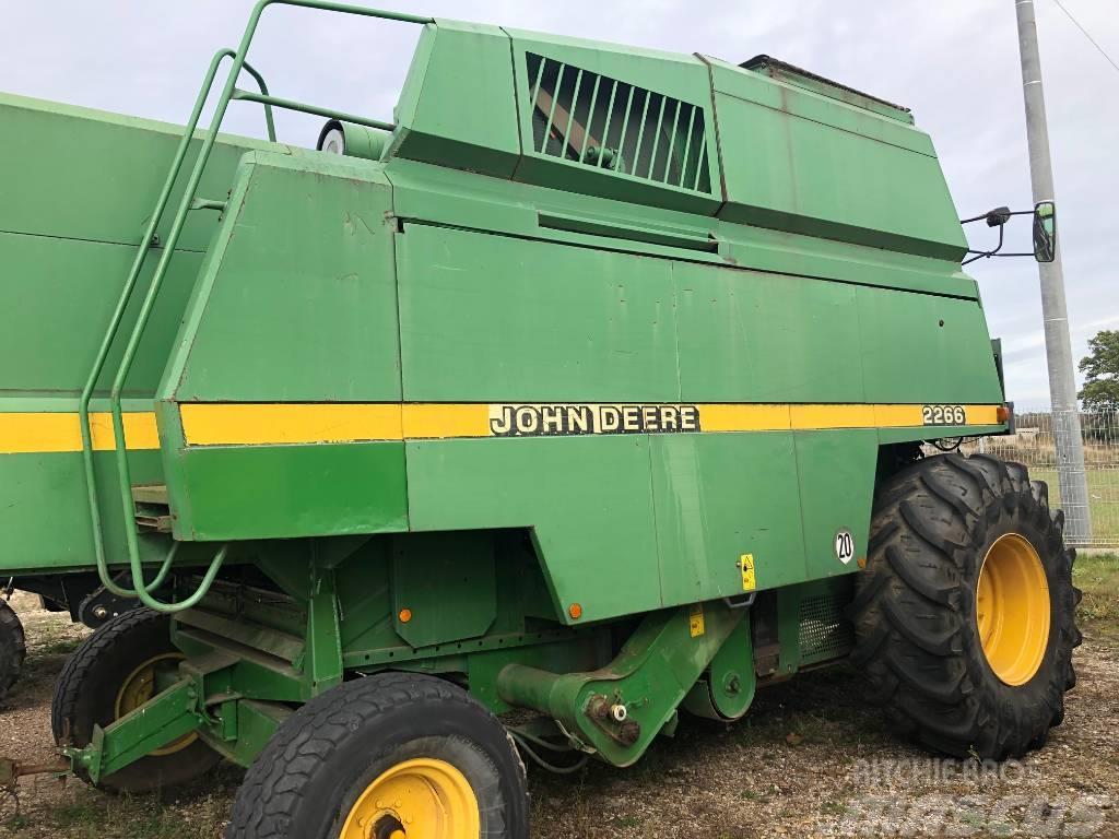 John Deere 2266
