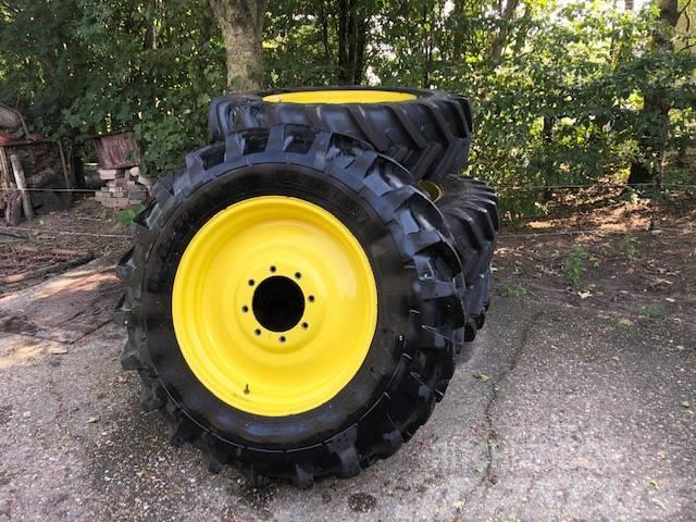 Michelin Agribib 14.9 R46 + 14.9 R30 op John Deere wielen