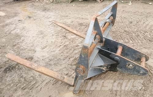 [Other] BUCKET WAREHOUSE 13T EXCAVATOR PALLET FORKS