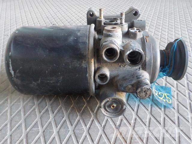 DAF XF105 Air dryer unit 1681570