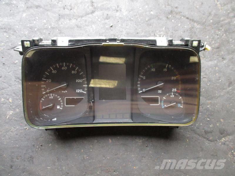 Mercedes-Benz Instrument cluster / KOMBI : A9614461221