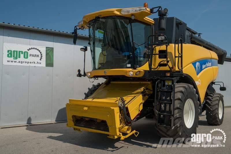 New Holland CX8070 (1316/1625 hours) 6 straw walkers, 6 m head