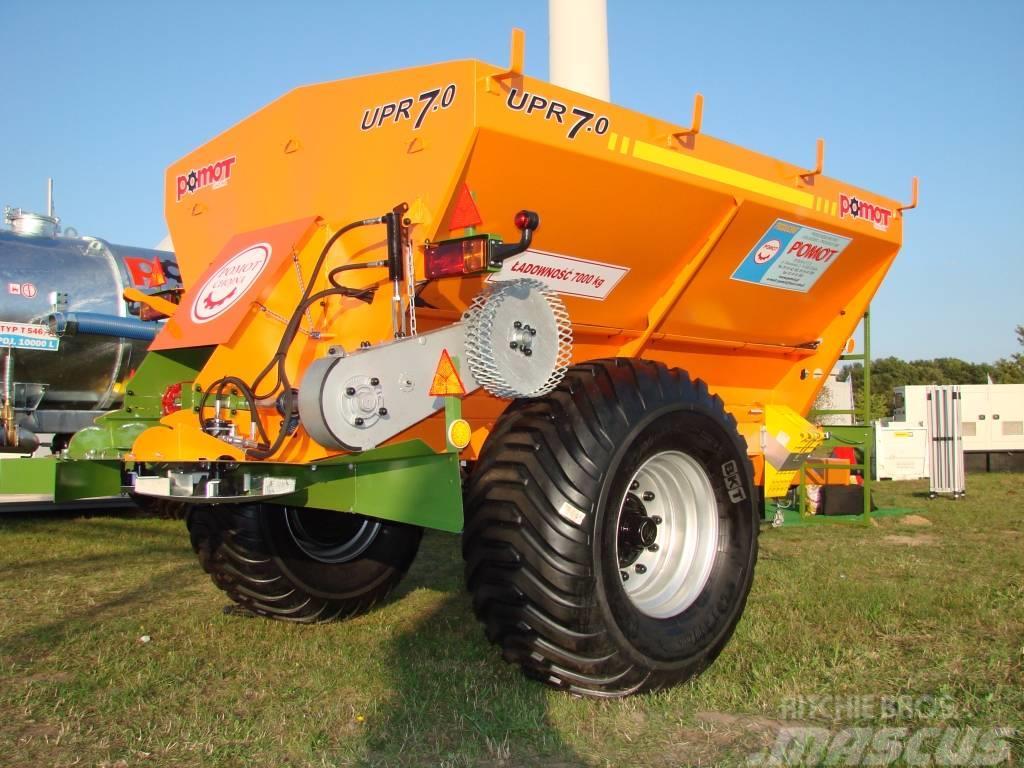 Pomot UPR 7 T fertilizer and lime spreader
