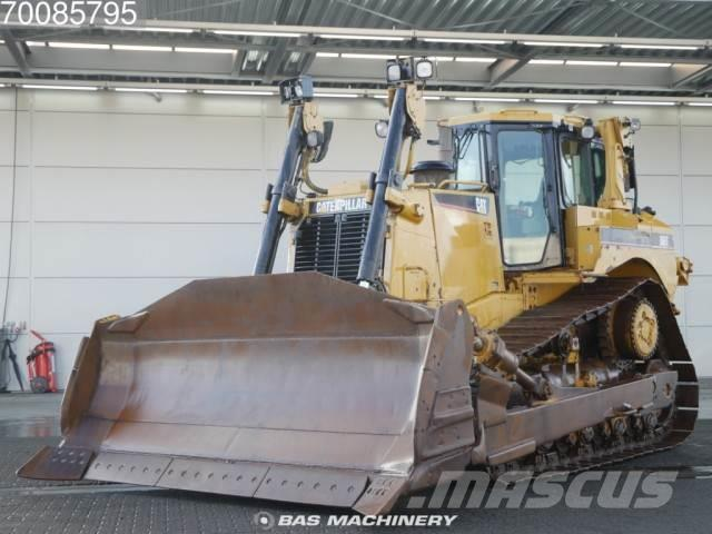Caterpillar D8T Track Machine in good condition-- single rippe