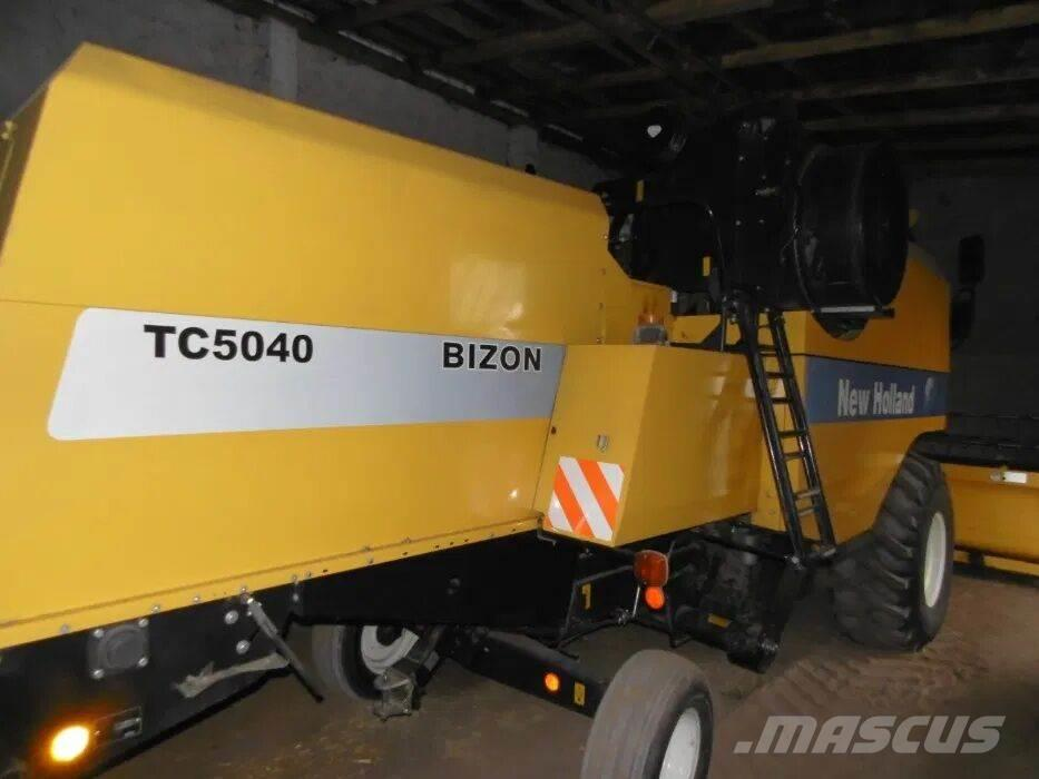 New Holland TC 5040