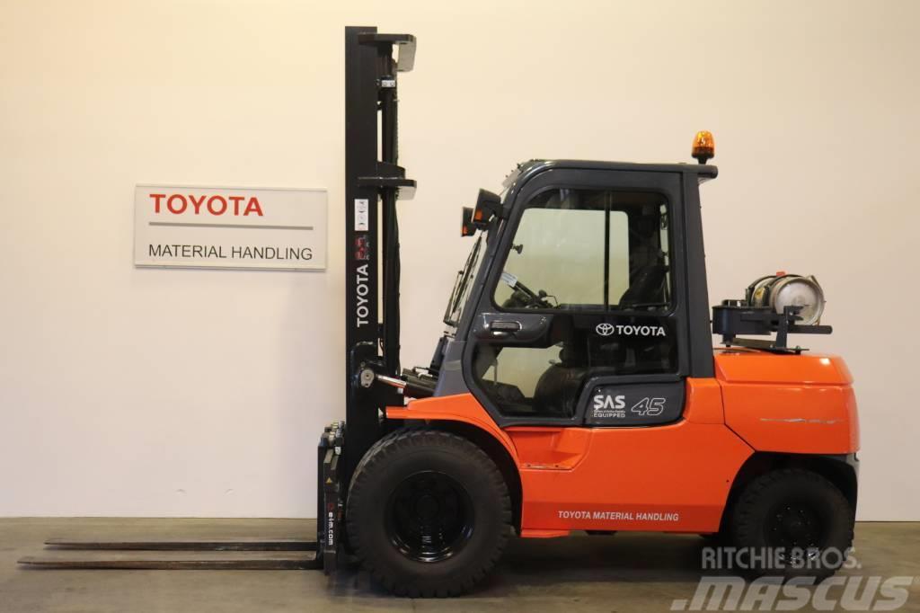 Toyota 02-7 FG 40