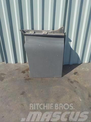 MAN TGA Door extension right 81626100032 AC81626100032