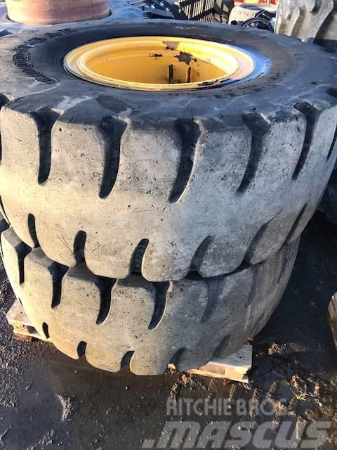 [Other] Massiva lastmaskinshjul 20,5-25 fälgar till L60